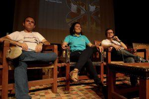 Raniere Moreira, Fabiana Barbosa e Jeová Torres no teatro violeta arraes para o momento de lançamento de pré-inscrições da especialização em gestão social